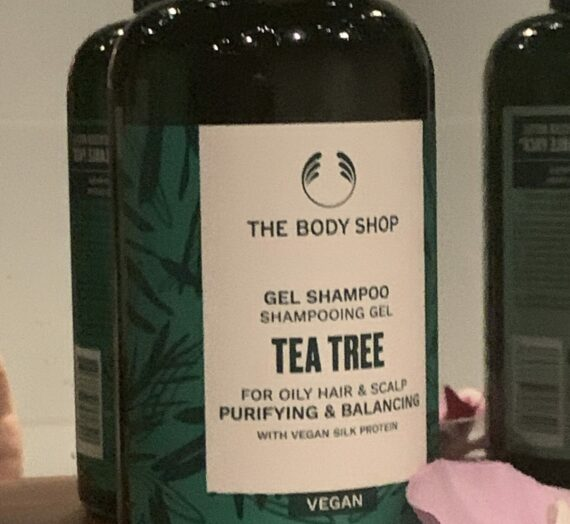 The Body Shop Gel Shampoo tea tree